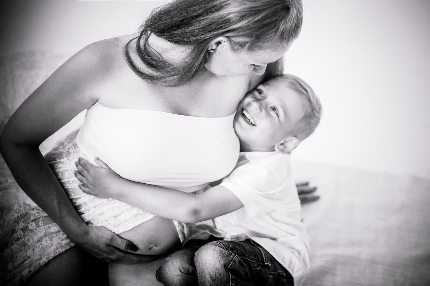 Babybauchshooting mit Geschwister
