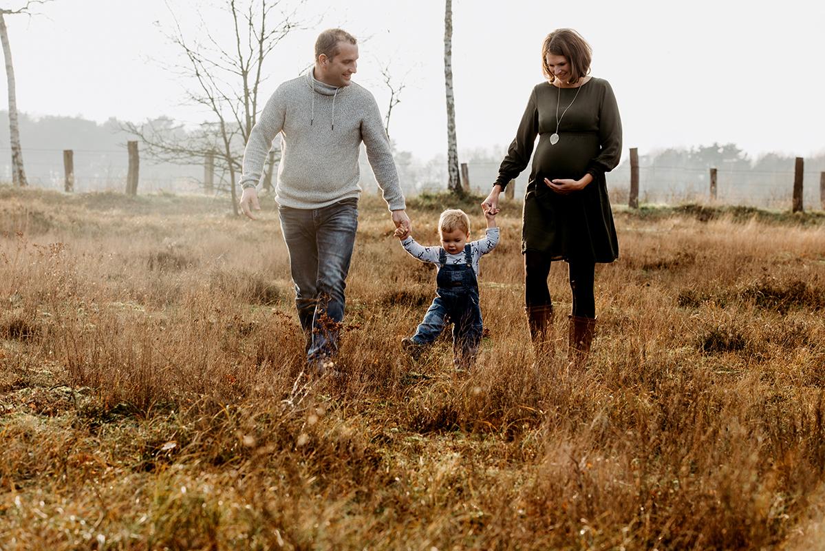 Babybauchshooting in der Natur